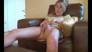 Milf masturbating well sydney orgasmo softcore