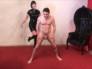 Ballbusting: Miss Snow Mercy destroys the testicles of Andrea Diprè