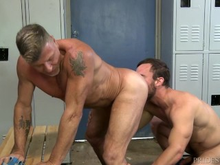 Menover30 daddy gets ass fucked gym...