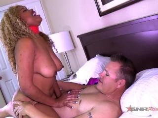 Sexy white boy gives me that good dick / Sexy Nina Rivera