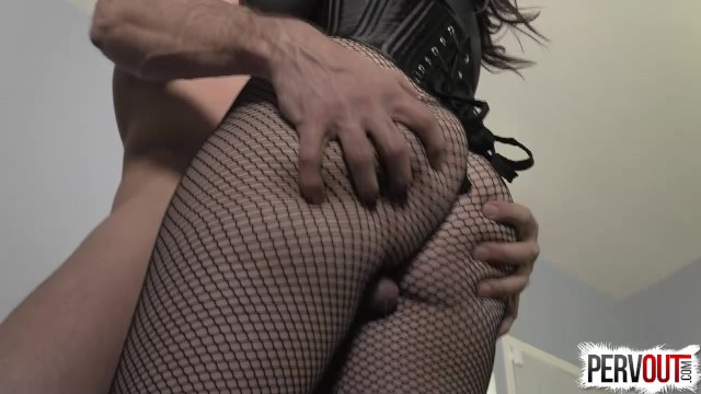 Geschwemmte Sklavenhure Juliette March wird zu harten Orgasmen gebracht