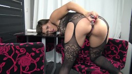Play with my ass and Squirt - Femme fontaine adore l'anal by Vic Alouqua