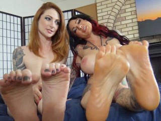 Tattoo Stepmom Fakes Home Foot Fetish Vid With Stepdaughter For Boyfriend