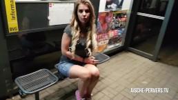 Betrapt bij een publieke pijpbeurt - Seks - Facial bij de bushalte!!!