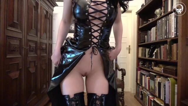 Gothic fuck freak Goth prinzessin / more on onlyfans alissa_noir