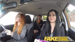 Fake Driving School Redhead Teen permet à l'examinateur Busty d'avoir son chemin