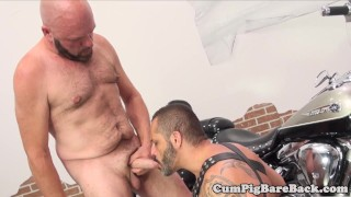 Mature bear barebacking leather bottom