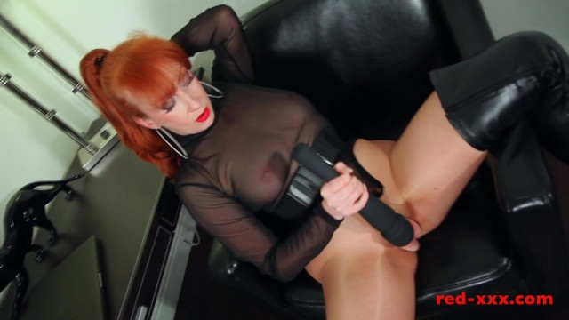 I use a vibrator Kinky milf finger fucks her pussy then use vibrator
