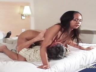 Amiras uses her older slave for her pleasure