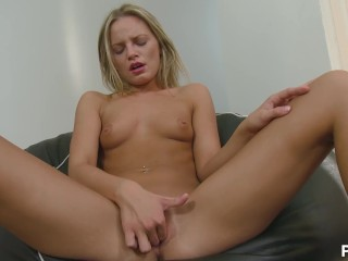 beauty get's frisky with herself