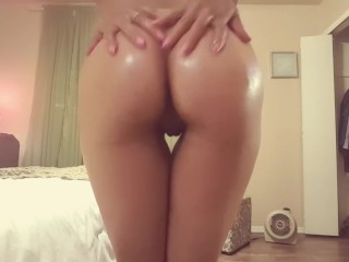 Oiled butt rubbing