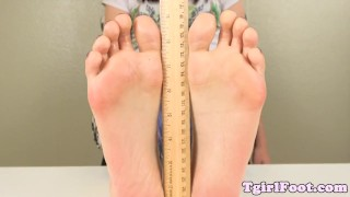 Foot teasing tranny rubbing her feet with oil Feet tattoo