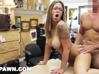 XXXPAWN - Layla London and Her Big Tits Walk Throug The Door (xp15124)