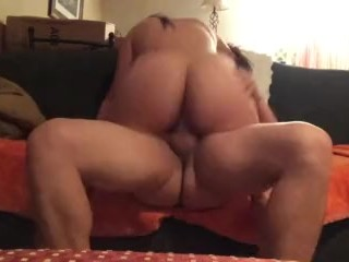 Girlfriend sucks my cock then bounces it like a good girl(Queenlean)