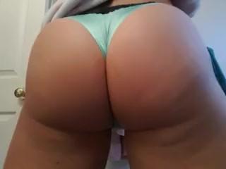 Bubble bum booty femboy shaking ass