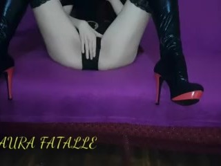 Horny redhead beauty clothes on and orgasm laura...