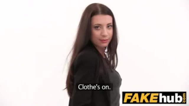Streaming Gratis Video  Fake Agent Innocent sexy brunette likes sucking and riding cock