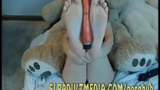 BIG TIT FARRAH GETS BBC TO POLISH HER TOES WHILE TRYING TO FUCK HER FEET