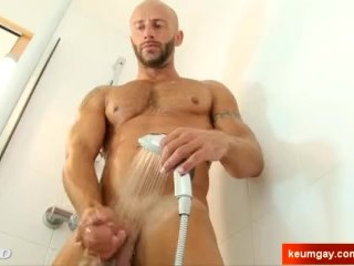 Aymrick's huge cock massage ! (delivery guy for a gay guy)