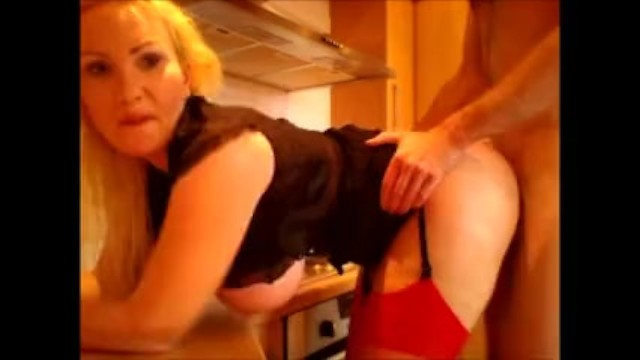 Download Gratis Video Nikita Mirzani Milf fucks in the Kitchen