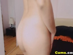 Gorgeous Babe Rubs Her Pussy on Cam