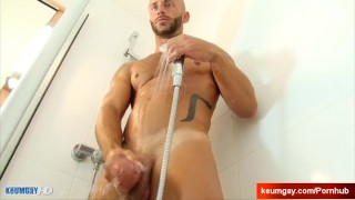 Ayeric, gym guy serviced his big cock by a guy! porno