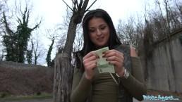 PublicAgent - Belle Serbe a un orgasme en extérieur