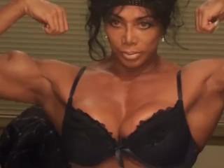 Bella milfona tutta muscoli