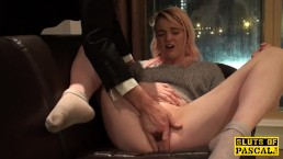 Fingerfucked brit squirts all over
