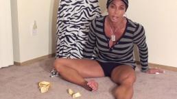 Female Bodybuilder Goes Bananas @ clips4sale/studio/42900