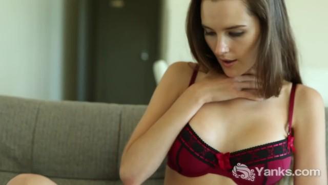 Yanks Charlotte Star Vibes Herself To Orgasm 3