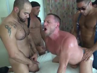 Trey Turner, Hans Berlin, Alex, Alejandro Fusco & Brett Bradley (Bare Orgy)