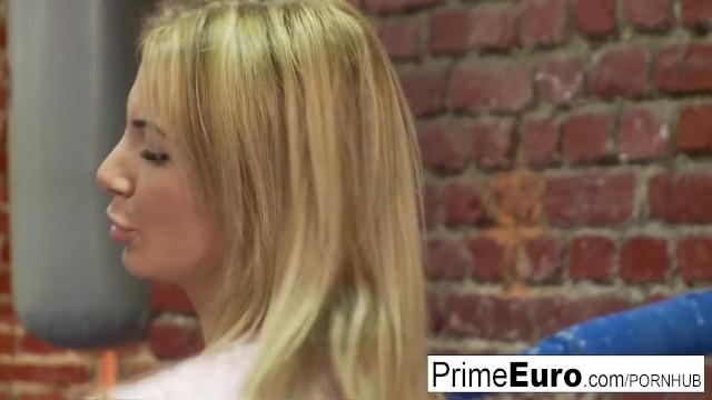 Streaming Gratis Video Nikita Amazing busty blonde fucks her horny boxing coach
