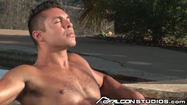Download Gratis Video Nikita FalconStudios Hard Body Latino Worships Cock