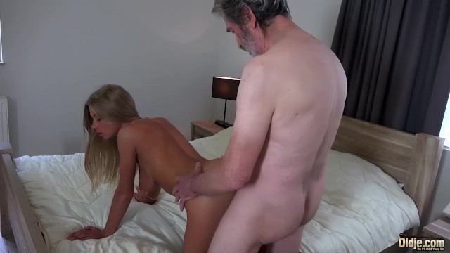 Streaming Gratis Video  Old Man Fucked Young Blonde Teen Blowjob Doggystyle and Cumshot on body