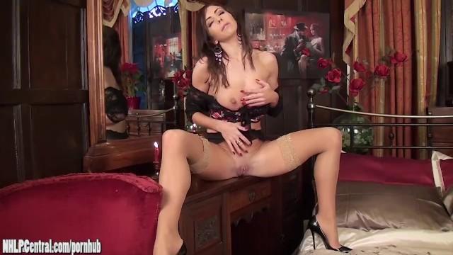 Download Gratis Video Nikita Brunette Milf Nina Leigh entertains in tan stockings lingerie masturbating