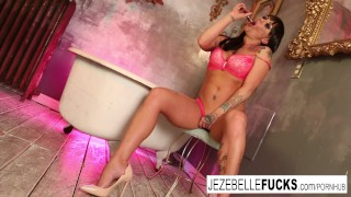Artsy solo jezebelle session with bond bathtub masturbating ass