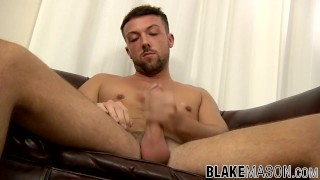 Dirty twink Leo Jenson has mastered the art of cock jerking Amateur gay