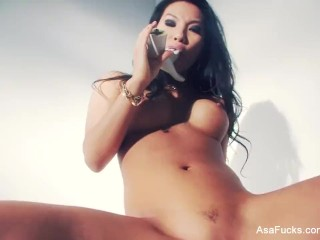 Porn legend Asa Akira lends herself a hand