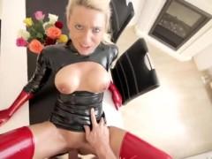 Slut in PVC