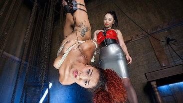 VR 360 - Suspended Electro Stimulation with Lea Lexis & Daisy Ducati