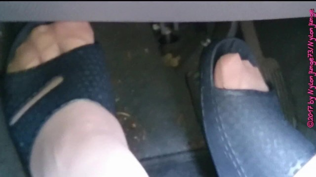 Badelatschen im Auto ** Nylon Feet ** 13