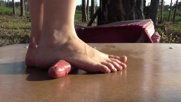 Barefeet cockcrush in the forrest with cumshot