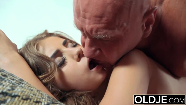 Girls spitting cum in boys mouth - Pretty young girl mouthful of cum and anal sex with grandpa cock