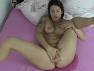 Plaisir matinal jusqu'à l'orgasme