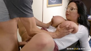 Fucking A Thick Milf In The Library - Brazzers