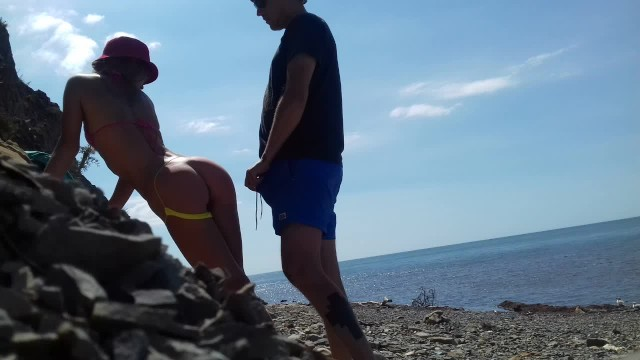 Real live sex on am - Real amateur doggystyle on the beach