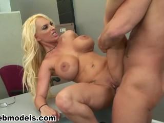 Blonde secretary boss for facial reward...