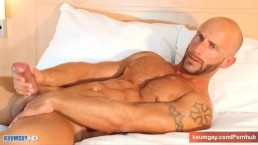 Gym trainer In a porn in spite of him: Aymeric, french male!