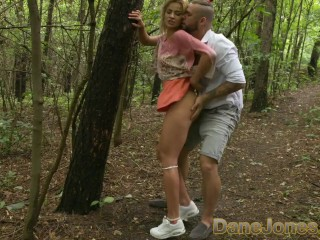 Dane Jones Stoute blonde krijgt kont uigelikt in geheime buiten pijpbeurt en neuk